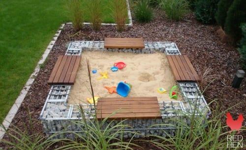 gabion sandkasse med benker og lekesand 4